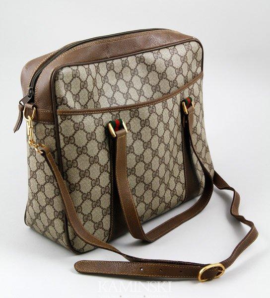 5015: Gucci Leather Purse