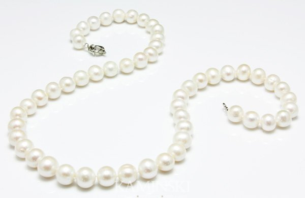 8002: Fine Large Pearl Necklace