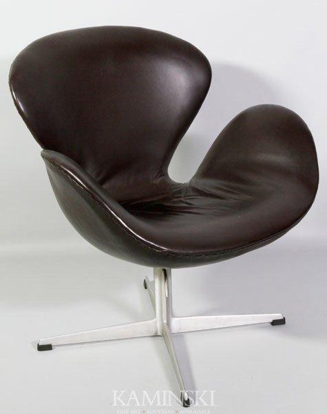 4004: Arne Jacobsen, Swan Chair