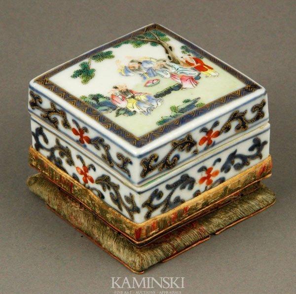 9256: Chinese Decorated Box