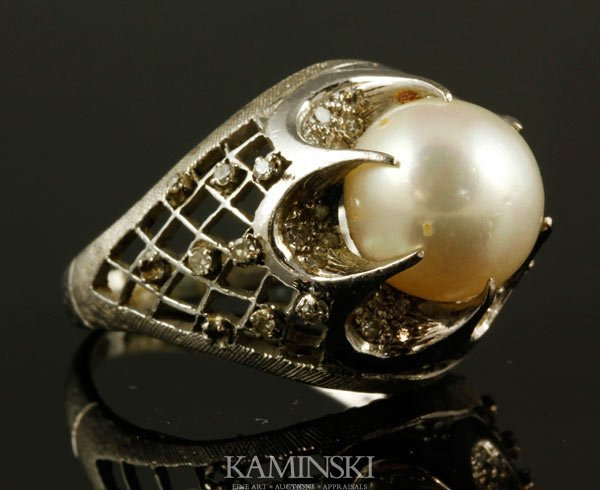 1006: 14K Gold Diamond and Pearl Ring