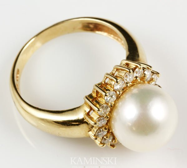 1016: 14K Gold, Diamond and Pearl Ring
