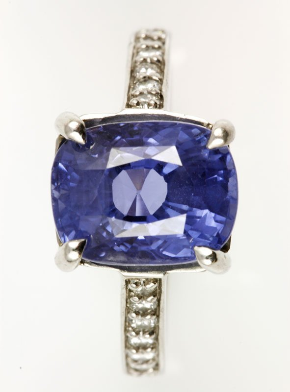 18K Gold, Diamond and Natural Sapphire Ring - 3