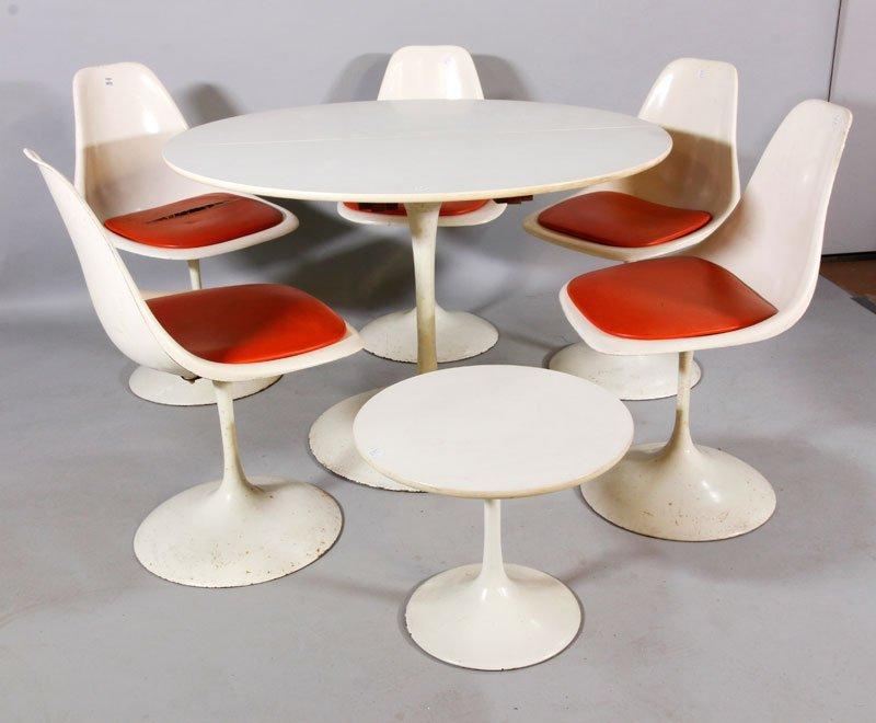 Eero Saarinen Tulip Table & Chairs