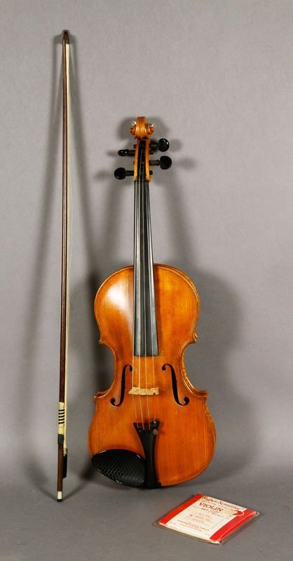 1910 Violin with Round Bow