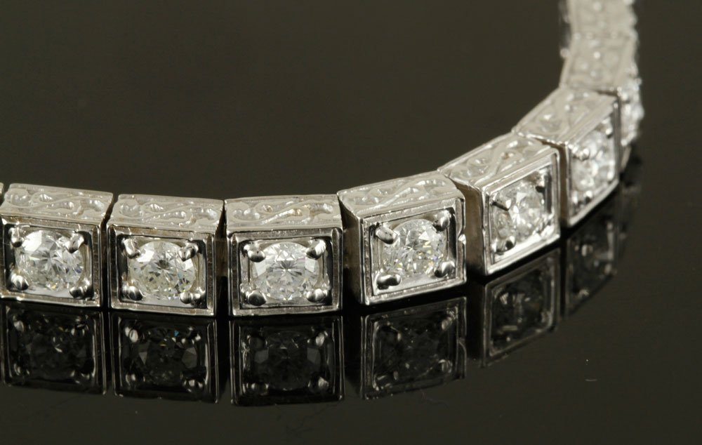 18K White Gold and Diamond Bracelet - 4