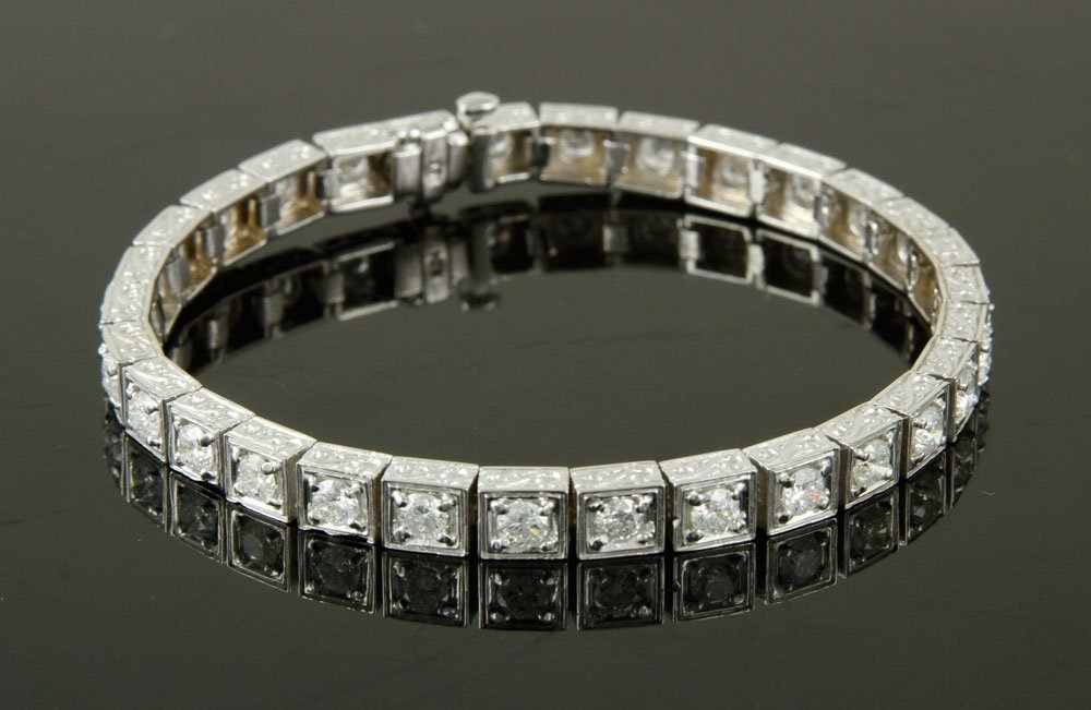 18K White Gold and Diamond Bracelet - 8