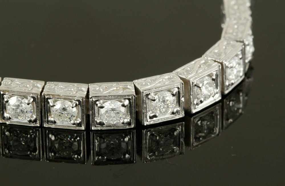 18K White Gold and Diamond Bracelet - 9