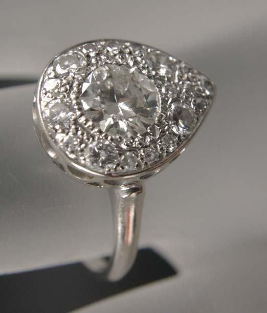 1008: LADIES DIAMOND RING 2 CARAT TOTAL WEIGHT