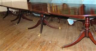 1031: 19TH CENTURY GEORGIAN BANQUET TABLE