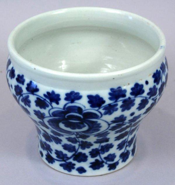 16: 18TH/19TH C. CHINESE PORCELAIN BLUE/WHITE VASE