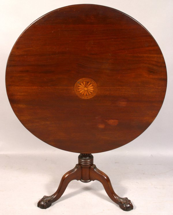18: CHIPPENDALE STYLE MAHOGANY TIP-TABLE