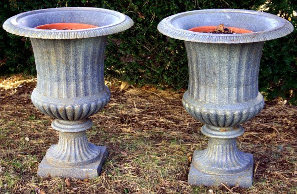 2030: PAIR OF 20TH CENTURY GREEN CAST IRON URNS