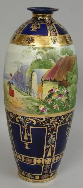 1026: EARLY 20TH C. NIPPON VASE, COBALT AND GOLD