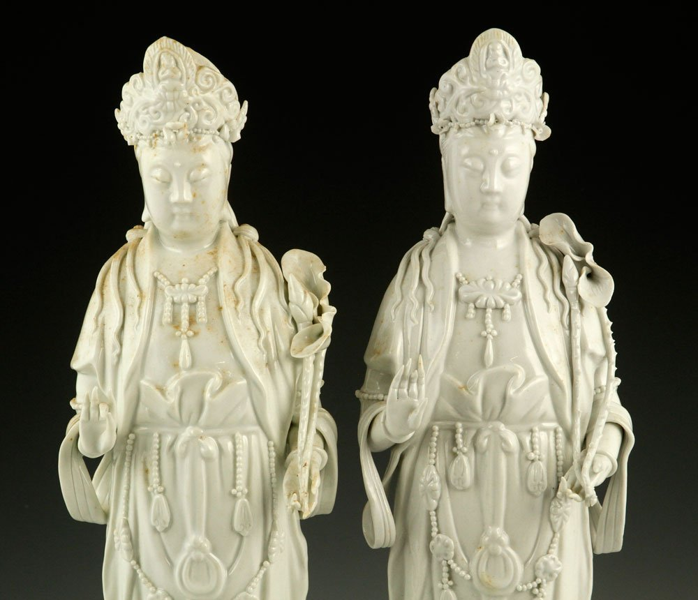 Two Chinese Blanc de Chine Guanyin Figures - 3
