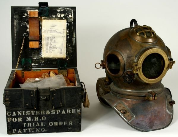 3053: RARE Heinke-Siebe Gorman Diving Helmet C. 1950
