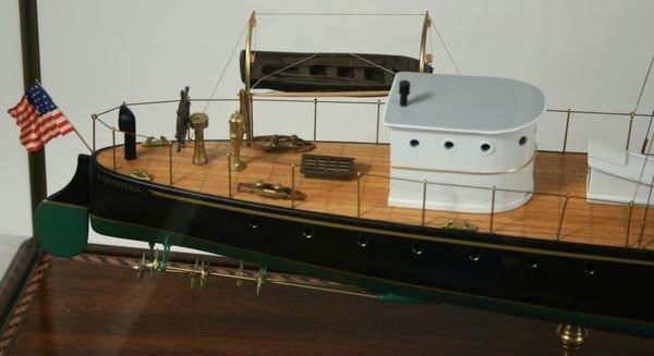 4010: Late 20th C. Cased Model of the Yacht Tarantula - 4