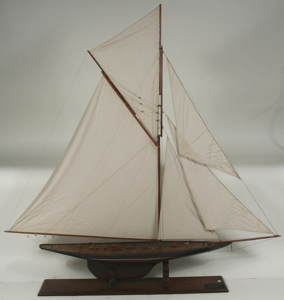 4011: 20th C. Model 1895 America's Cup Yacht Valkyrie