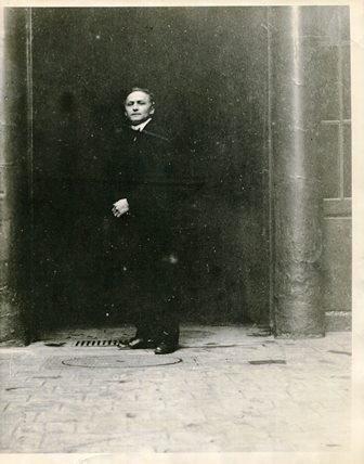 HOUDINI  PHOTO STANDING IN FRONT OF CLAGIOSTRO'S HOME