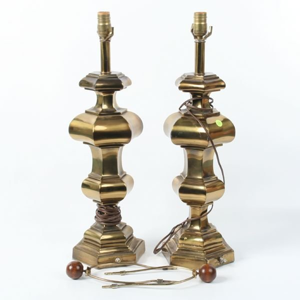 1022: Pair of Colonial style lamps. Brass finish. Nicel