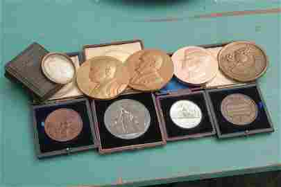 1260: Lot of 8 commemorative medals, some bronze, alumi