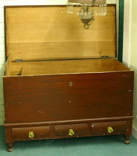 6: c. Early 1800's Sheraton dovetailed lift top blanket