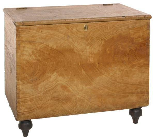 10: Small c. Early 1800's lift top blanket chest. Dovet