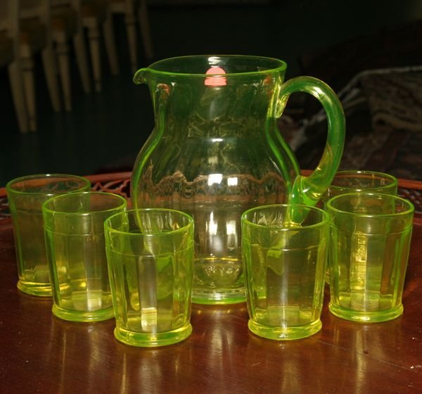1009: Early 1900's seven piece water set, vivid vaselin