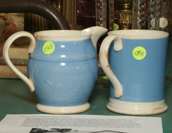 319: Lot of two pieces 19th century blue and white porc