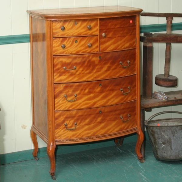 1011: Early 1900 high chest, excellent flaming birch, b