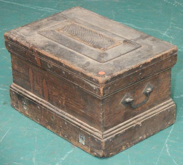 1015: Late 1800's toolbox, solid oak, original label, L