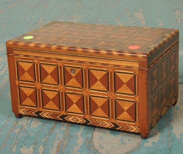 1002: Finely inlaid dresser box, mahogany, beautifully