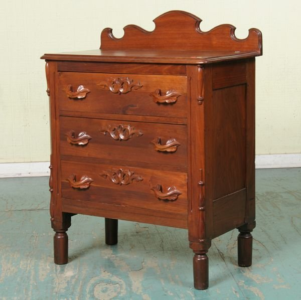 1013: Late 1800 Victorian three drawer chest/server, so