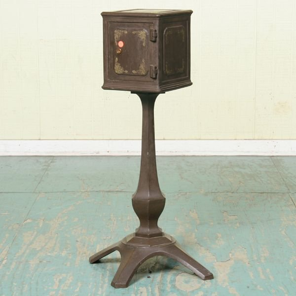 1041: Rare late 1800 Victorian parlor or jewelry safe o