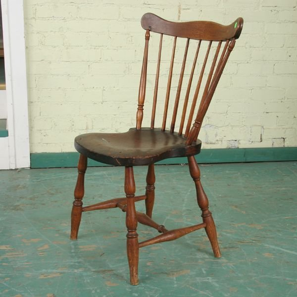 305: Early 1800 Windsor chair, hickory, well turned spi