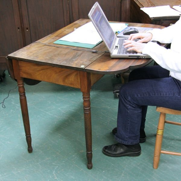 307: Early 1800 Sheraton Pimbroke dropleaf table, solid