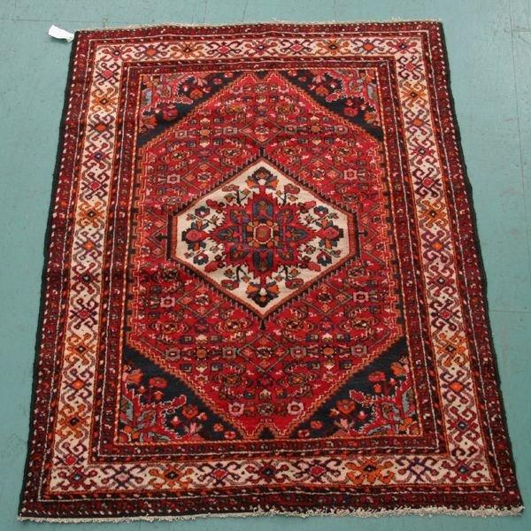 572: Hamedan handknotted Persian wool rug, diamond meda