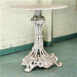 "1076: Heavy Victorian style cast iron table, 28"" diamet"