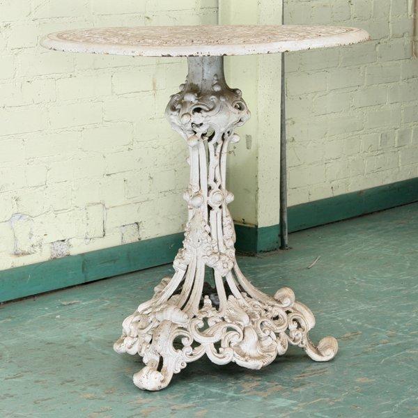 """1076: Heavy Victorian style cast iron table, 28"""" diamet"""