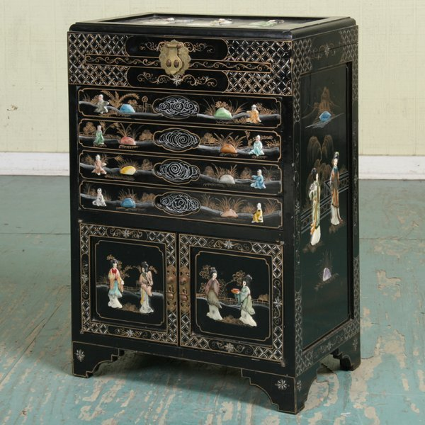 1175: Oriental chinoiserie decorated silver cabinet, eb