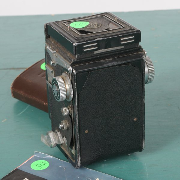 "512: Medium format camera, ""Yashica 635"" TLR, with inse - 4"
