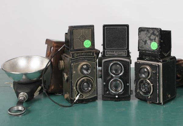 522: Lot of three medium format cameras, with flash, tw