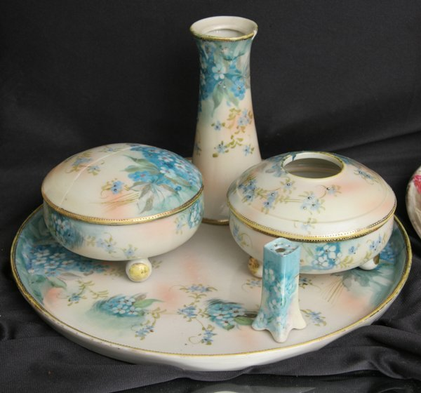 "1017: Porcelain five piece dresser set, ""Te-oh, Nippon"""