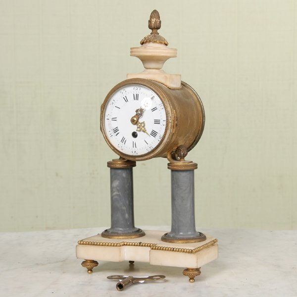 1010: Small 1870 classical mantel clock, French, brass
