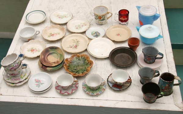 1021: Lot of thirty plus pieces child's porcelain and g