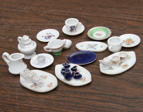 1024: Approximately 20+ pieces miniature porcelain, tea