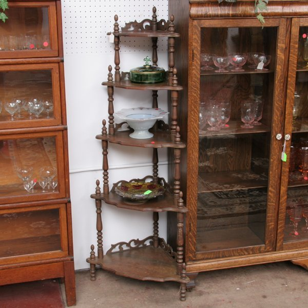 1018: Contemporary Victorian style five shelf corner ca