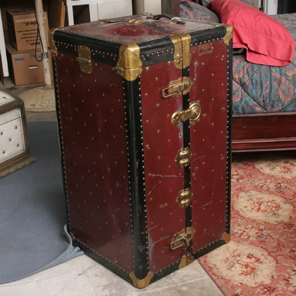 """1326: Large steamer trunk, """"The Indestructo Trunk Co, M"""