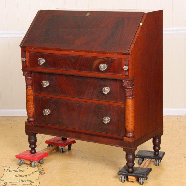 Fine early 1800 Sheraton slant lid desk, matched fl