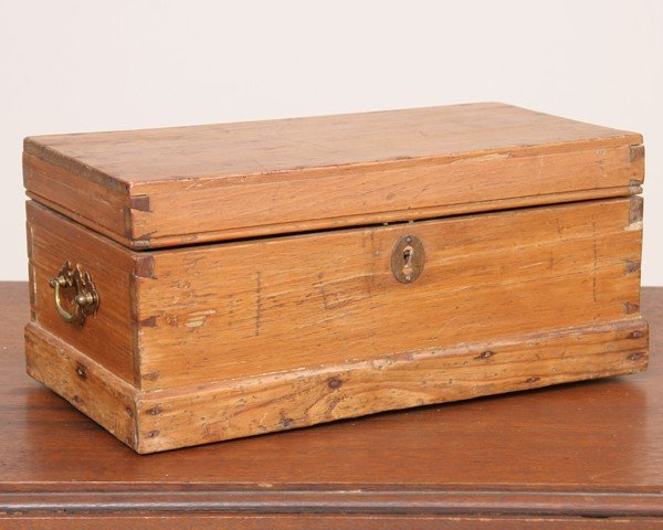 1006: 19th Century small lifttop box, pine, dovetailed